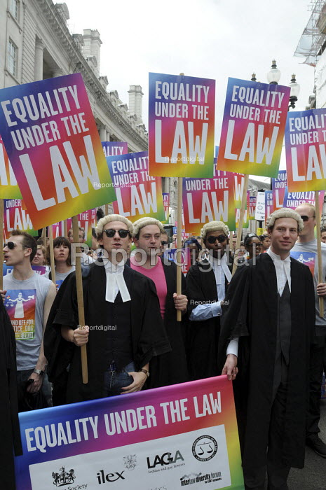 Equality under the law - Gay Pride demonstration in London on the 40th anniversary of the first Gay Pride march. Lawyers and members of the legal profession join the demonstration. - Stefano Cagnoni - 2011-07-02