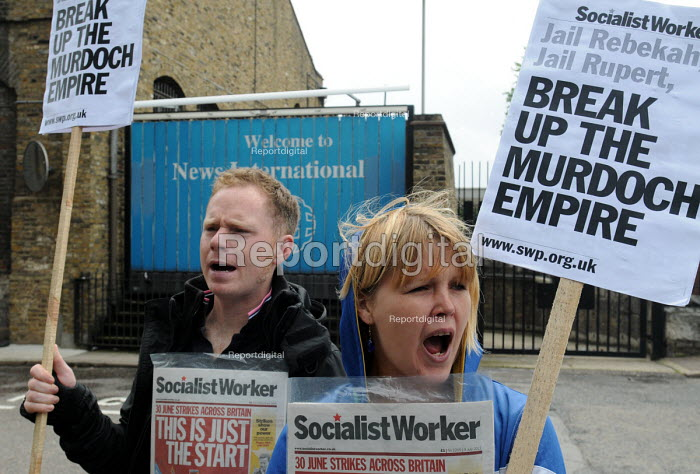 Demonstration at the News International Ltd headquarters in Wapping by the Socialist Workers' Party against the dominance of Rupert Murdochs media empire and its alleged immoral and illegal activities in pursuit of news stories. - Stefano Cagnoni - 2011-07-08
