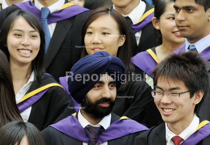 Undergraduates from the London School of Economics, including many higher fee-paying foreign students, on their graduation day. - Stefano Cagnoni - 2011-07-15