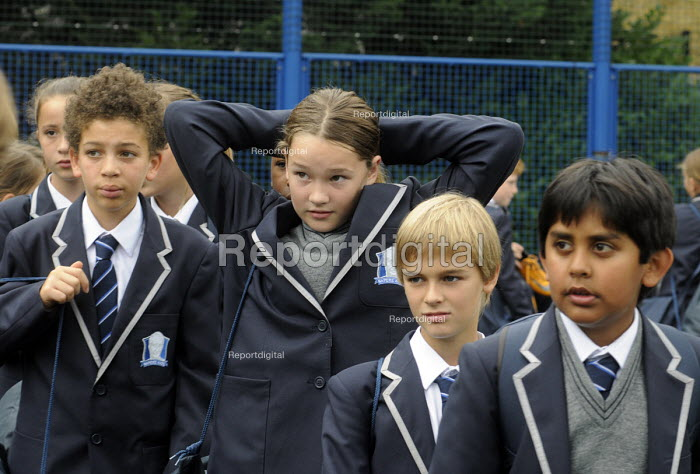The first ever Year 7 schoolchildren at the West London Free School, Hammersmith, London. - Stefano Cagnoni - 2011-09-09