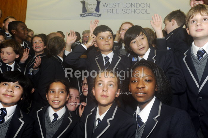 The first ever Year 7 intake at the West London Free School, a secondary school set up by local parents and teachers in Hammersmith, London. - Stefano Cagnoni - 2011-09-09