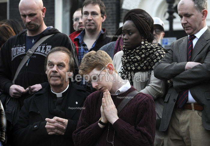 '40 Days For Life' anti-abortion campaigners staging a vigil of prayer outside the offices of the British Pregnancy Advisory Council in Bedford Square to promote their campaign against abortion rights for women. - Stefano Cagnoni - 2012-03-30