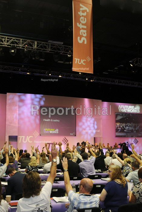 TUC 2012. Delegates vote on a Health and Safety motion at the 2012 Trades Union Congress. - Stefano Cagnoni - 2012-09-10