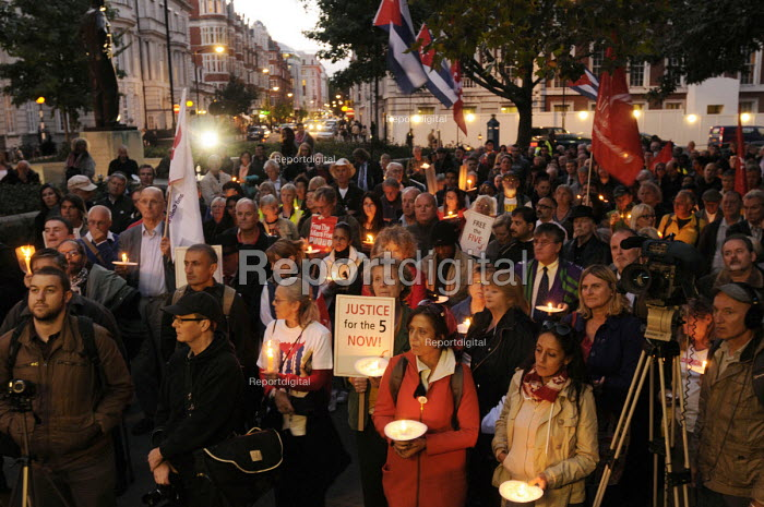 Candlelit vigil at a CSC rally outside the US Embassy in London against the long standing blockade of Cuba & the unjust imprisonment of the Miami 5. - Stefano Cagnoni - 2012-09-18