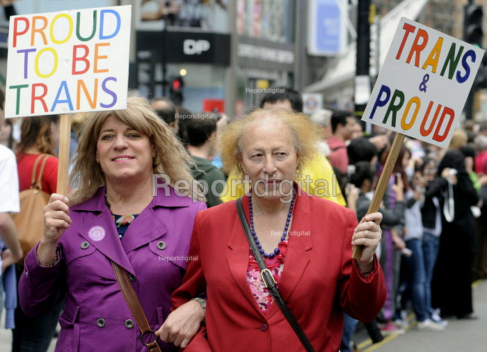 Transgender couple on the Gay Pride demonstration in London. - Stefano Cagnoni - 2012-07-07