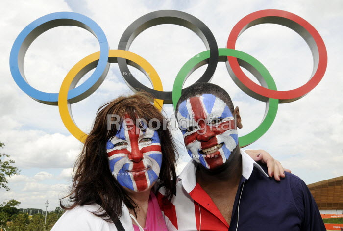 Two friends from Yorkshire pose in front of the Olympic Rings at the Olympic Park in Stratford on the first competitve day of the London2012 Olympic Games. - Stefano Cagnoni - 2012-07-28