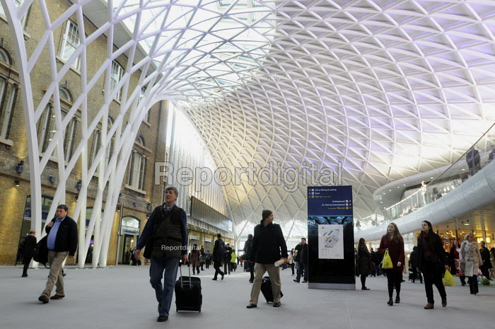 Commuters at the newly opened concourse with a latticework roof, King's Cross Station - Stefano Cagnoni - 2012-03-19