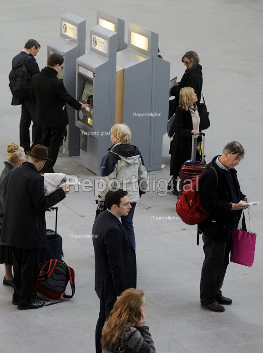 Commuters at the newly opened concourse at King's Cross Station. Passengers waiting for trains and collecting tickets from the automated ticket machines. - Stefano Cagnoni - 2012-03-19