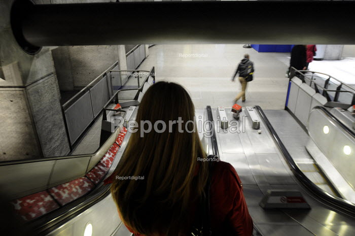 Woman on the down escalator at Westminster tube station. - Stefano Cagnoni - 2012-11-14