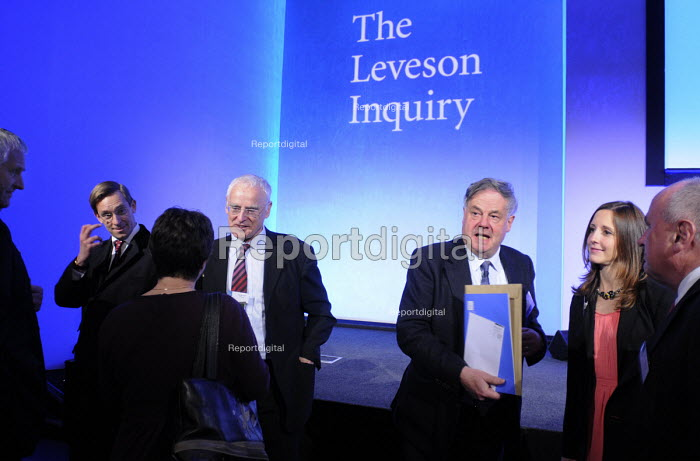 Assessors to the Levenson Inquiry in conversation immediately following Lord Justice Leveson's press conference to officially launch of the results of his Inquiry into media ethics and practise: The Leveson Report. - Stefano Cagnoni - 2012-11-29