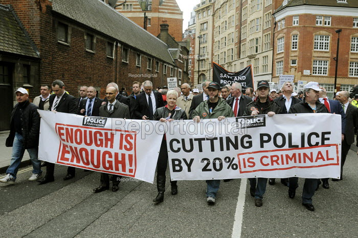 Police officers and support staff at the head of a Police Federation demonstration in London called to oppose cuts in the policing budget and privatisation of the police service. - Stefano Cagnoni - 2012-05-10