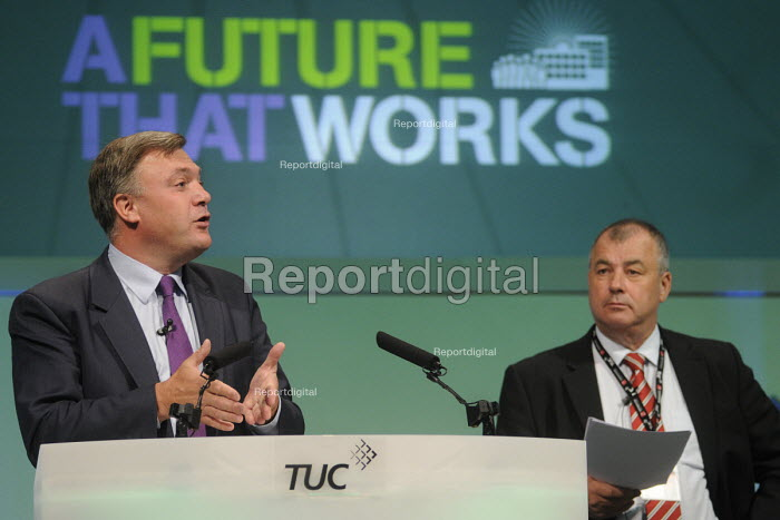 Ed Balls speaking to the 2012 TUC Congress, watched by Brendan Barber. - Stefano Cagnoni - 2012-09-11