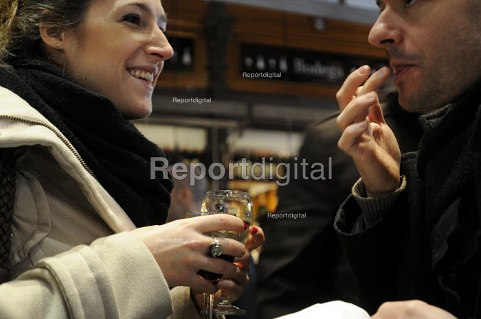 Spaniards enjoying tapas at a tapas bar in central Madrid, Spain. - Stefano Cagnoni - 2013-02-20