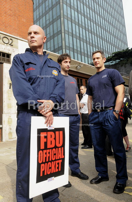Picket line at Euston firestation during the FBU national short four hour strike against plans to change their firefighter members' pension provision - Stefano Cagnoni - 2013-09-25