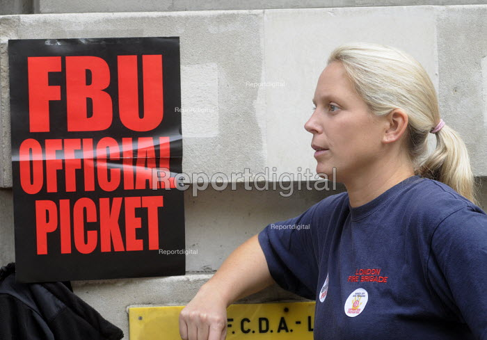 Picket line at Clerkenwell firestation during the FBU national four hour strike against plans to change their firefighter members' pension provision - Stefano Cagnoni - 2013-09-25