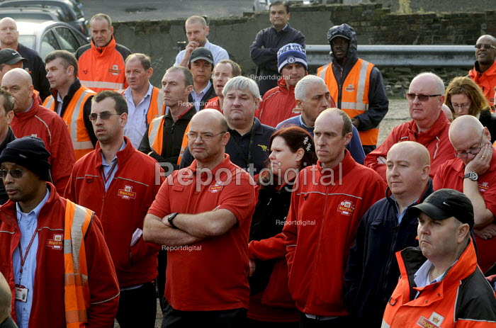 CWU members at a mass meeting following the privatisation of the Royal Mail. Mount Pleasant Sorting Office, London - Stefano Cagnoni - 2013-10-15