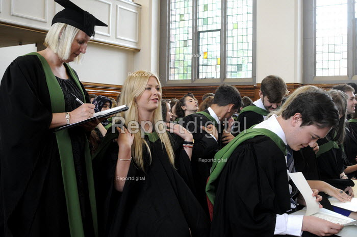 Maths Graduands waiting to collect their degrees, as Graduates immediately in front of them look over the degrees they have just received at their Graduation ceremony at the University of Leeds. - Stefano Cagnoni - 2014-07-16