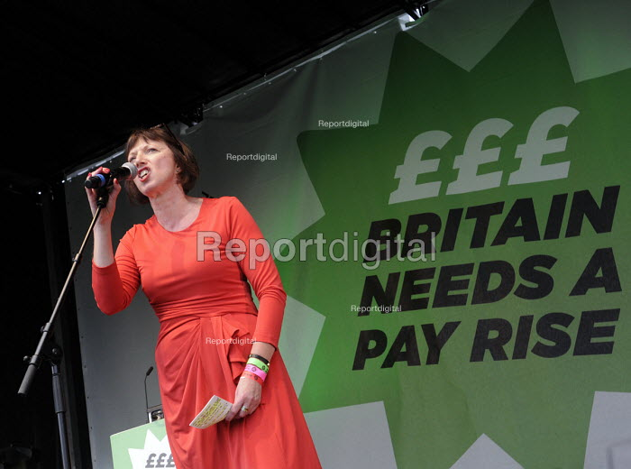 TUC Britain Needs A Pay Rise national demonstration and rally, 2014, London. Frances O'Grady, TUC Gen. Sec. speaking. - Stefano Cagnoni - 2014-10-18