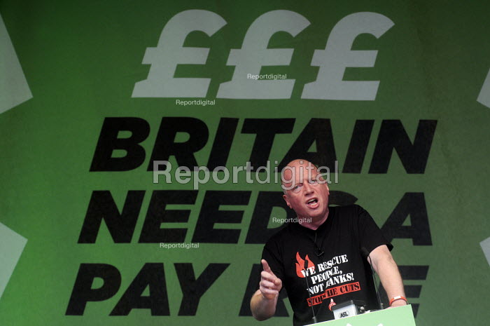 TUC Britain Needs A Pay Rise national demonstration and rally, 2014, London. Matt Wrack, Gen. Sec., FBU, speaking. - Stefano Cagnoni - 2014-10-18
