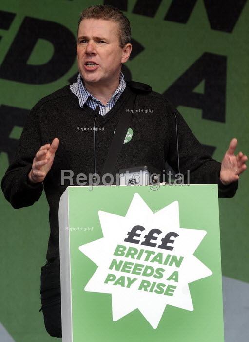 TUC Britain Needs A Pay Rise national demonstration and rally, 2014, London. Mark Serwotka, Gen. Sec., PCS, speaking. - Stefano Cagnoni - 2014-10-18