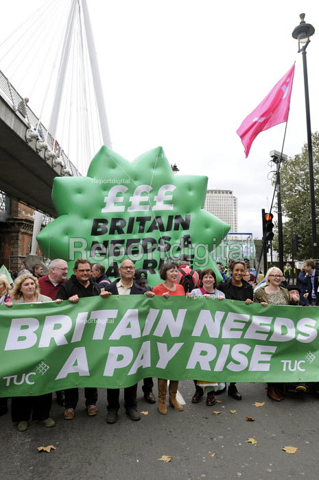 TUC Britain Needs A Pay Rise national demonstration, 2014, London. The march sets off led by TUC Gen. Sec. Frances O'Grady, with TUC President, Leslie Manasseh (with glasses) of PROSPECT on her right. - Stefano Cagnoni - 2014-10-18