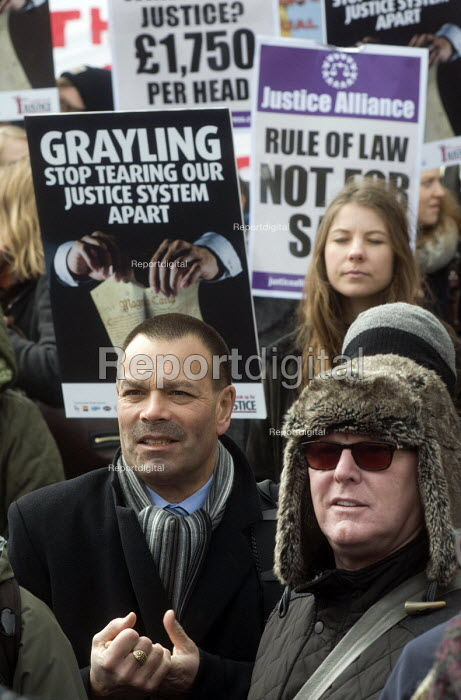 Ian Lawrence, Gen. Sec. Napo and Ronnie Draper BFAWU Gen Sec, Defend the Magna Carta. Justice Alliance, Relay for Rights along the Thames from Runnymede, the birthplace of the Magna Carta to the Global Law Summit. Westminster; against cuts to legal aid. London. - Stefano Cagnoni - 2015-02-23