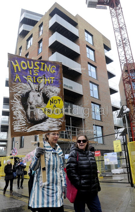 March For Homes. Demonstration for affordable housing, rent controls and building of new social housing in the UK. Passing by new build properties in south London. - Stefano Cagnoni - 2015-01-31