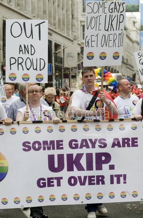 UKIP supporters on Pride in London Parade - Stefano Cagnoni - 2015-06-27