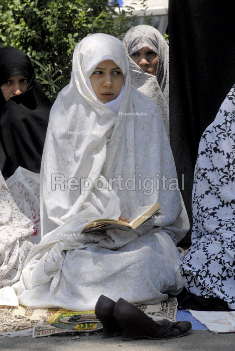 An Iranian woman attends in Friday prayers at the Tehran university campus in Tehran, Iran. - Siavash Habibollahi - 2007-06-22