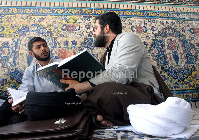 Iranian clergymen students read islamic books and discuss at the Faizieh school in Qom city, Iran. - Siavash Habibollahi - 2007-05-31