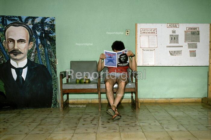 A man reading the magazine Cuba Ci, at the Brigadista Brigade camp outside Havana. Where foreign supporters of Cuba, work on the seasonal fruit farms. - Janina Struk - 1997-12-20