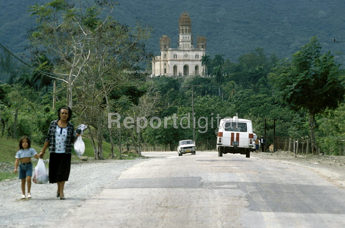 A woman and a child on the road from the Basilica Del Cobre, a church and national shrine. - Janina Struk - 1998-01-04