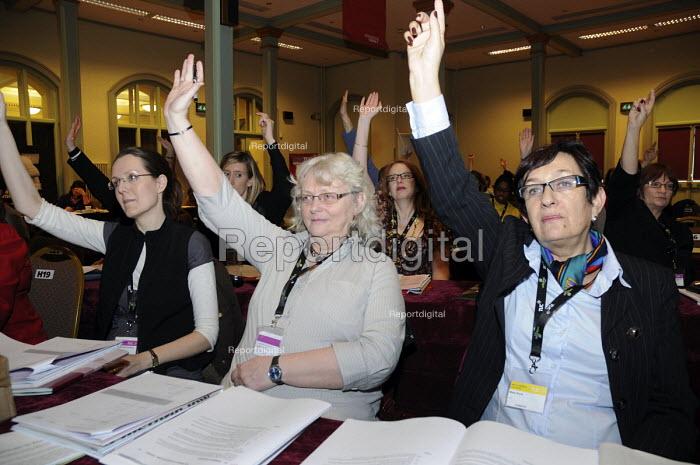 Women trade union delegates vote at Women's TUC. Mary Davis UCU (r) - Janina Struk - 2009-03-10
