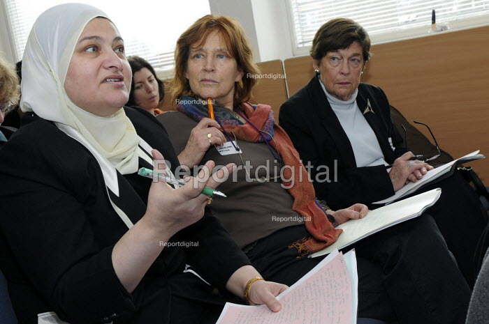 Muslim woman journalist speaking at the NUJ Women's annual conference. - Janina Struk - 2009-03-20