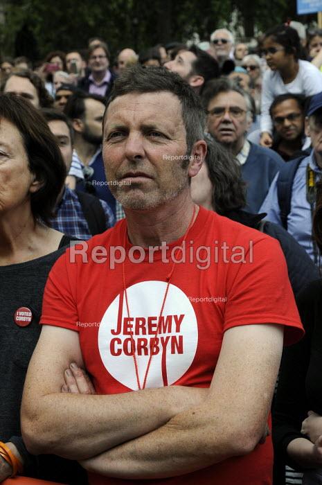 Jeremy Corbyn t-shirt Refugees are welcome protest London - Janina Struk - 2015-09-12