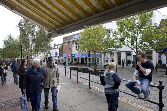 Semi pedestrianised, Ashford town centre. - John Sturrock - 2004-09-14