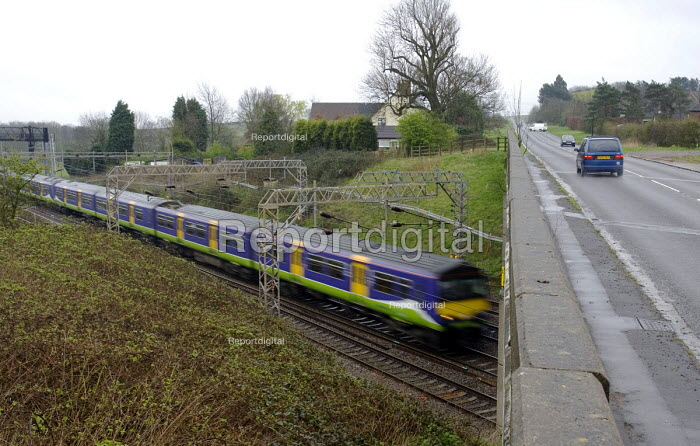 The A4146 road crosses the main London to Glasgow railway between Linslade and Milton Keynes - John Sturrock - 2005-04-04