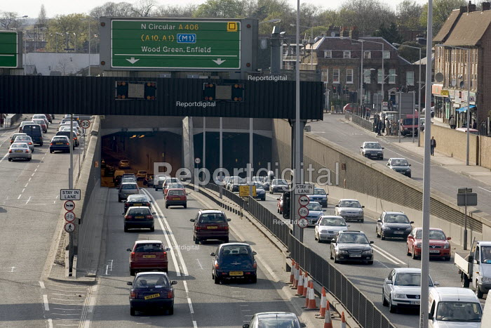 Heavy traffic travelling into and out of the Fore Street Tunnel, Edmonton, along the A406 North Circular Rd, in north east London - John Sturrock - 2005-04-11