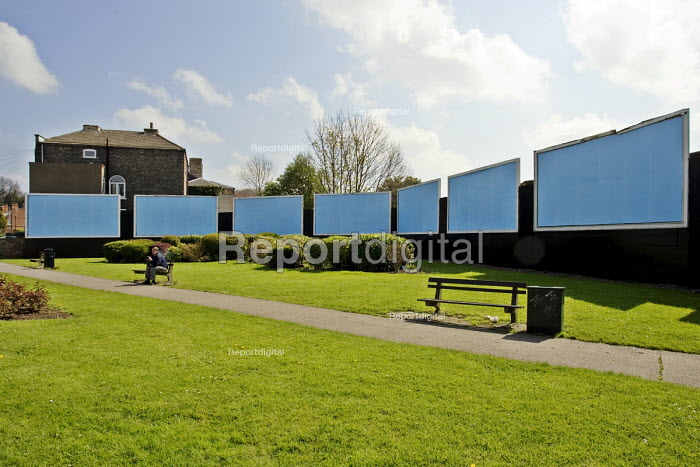 Blank billboard hoardings, awaiting new advertising posters, in an open space in Gainsborough - John Sturrock - 2005-04-21