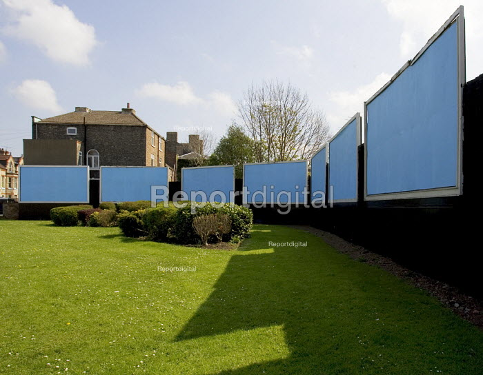 Blank billboard hoardings, awaiting new advertising posters, in an open space in Gainsborough - John Sturrock - 2005-04-21