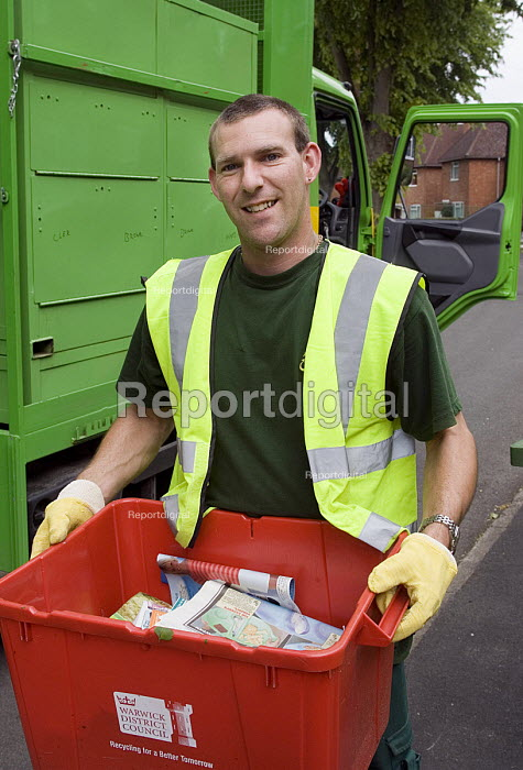 ECT collection for the recyling of domestic waste in Warwick A male worker carries a box of newspapers to the collection vehicle - John Sturrock - 2005-05-26
