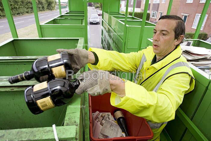 ECT collection for the recyling of domestic waste in Warwick A worker separates glass bottles into a container in the collection vehicle - John Sturrock - 2005-05-26