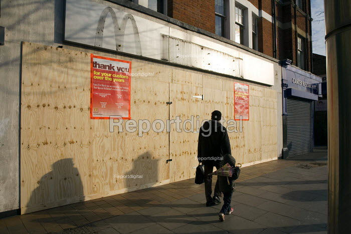 The silhouette of the golden arches is all that remains of McDonald's, a well known burger restaurant in the Broadway, West Ealing. now closed and boarded up. This was one of 25 UK branches due to close in March 2006 - John Sturrock - 2006-03-23