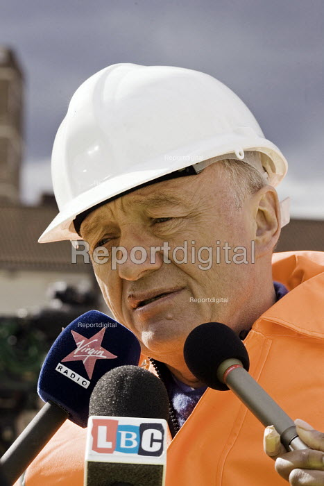 Ken Livingstone, Mayor of London, doing radio interviews at the start of tunnelling under the Thames for the DLR extension - John Sturrock - 2006-04-03