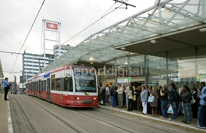 Croydon Tramlink stop at East Croydon Network Rail Station, is an imporatnt interchange between tram and train for commuters on their way home. - John Sturrock - 2006-10-10