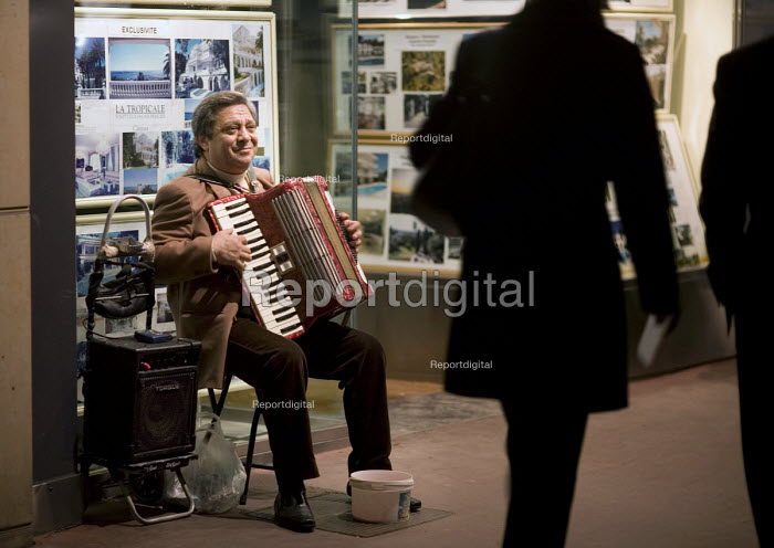 A busker plays the accordion in the night time streets of Cannes. - John Sturrock - 2008-03-11