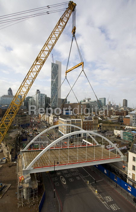 Installation of a 350 tonne bridge for the East London Line extension by Britains biggest mobile crane over Shoreditch High Street, London - John Sturrock - 2008-03-29