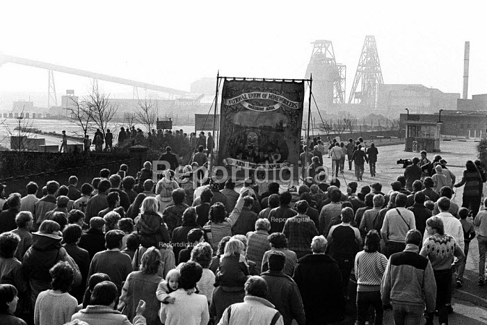 Armthorpe NUM return to work at the end of the strike, Yorkshire. Miners Strike - John Sturrock - 1985-03-08