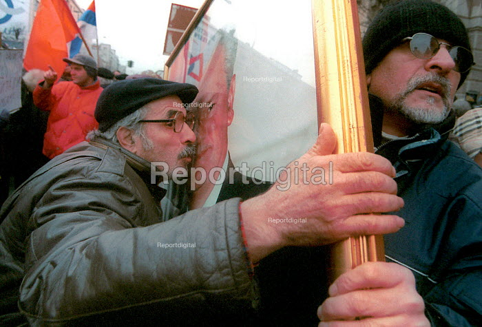 Miloshevic supporters protesting against his extradition to The Hague, Serbia. 2001 - Andrija Ilic - 2000-07-01