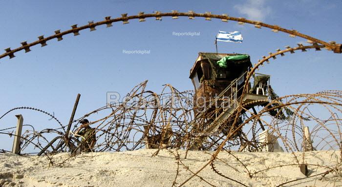 Israeli army guards the Shirak Hayam tent settlement in Gush Katif, Gaza 2005 - Andrija Ilic - 2005-07-19